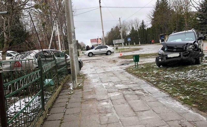 Аварія сталася в Новій Ушиці поблизу лікарні