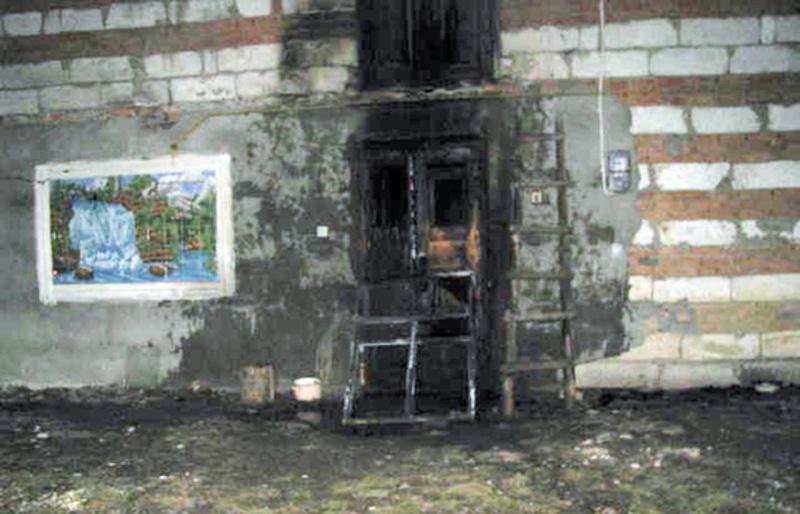 Чоловіку, який підпалив вхідні двері будинку, загрожує від 3 років позбавлення волі