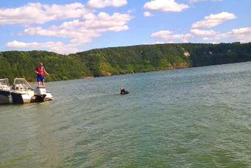 Тіло дівчини знайшли на глибині 10 метрів