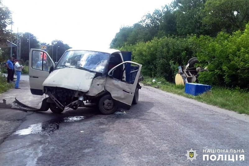 Аварія сталася на вулиці Подільській в селищі Нова Ушиця