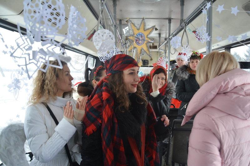 Усі, хто користувався послугами святкового транспорту, замість плати за проїзд, кошти клали до благодійної скриньки