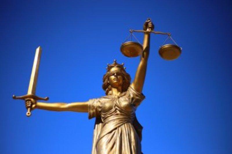 У Полонному судили чотирьох юнаків за вчинення семи крадіжок металолому