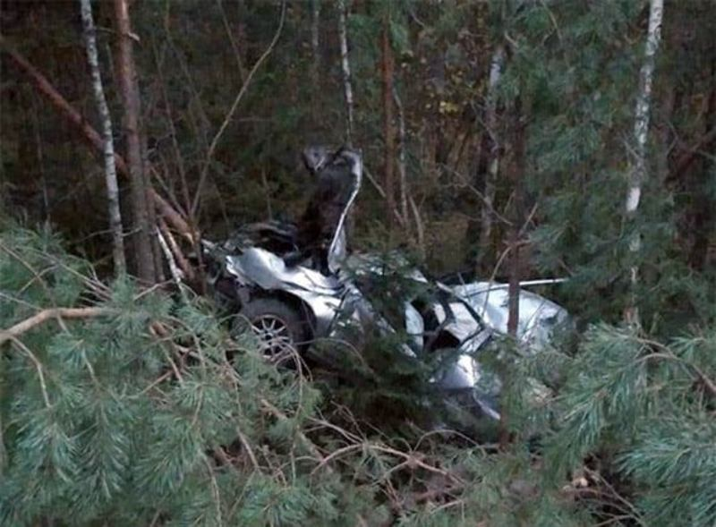 На Хмельниччині поліцейські встановлюють обставини ДТП, у якій одна людина загинула і ще двоє отримали травми