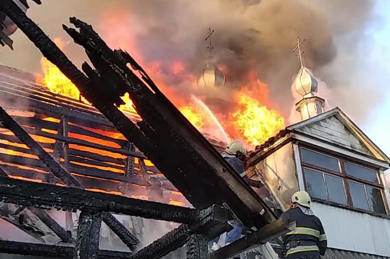 На Хмельниччині рятувальники ліквідували пожежу на території жіночого монастиря