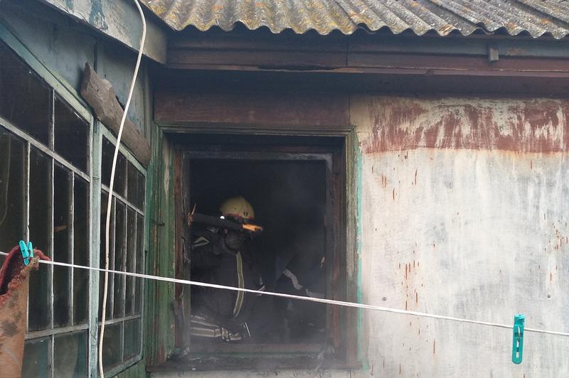 Полонські рятувальники врятували приватний будинок від знищення вогнем