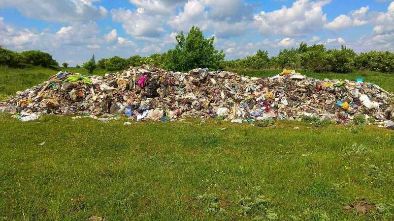 Чотири купи сміття по 5 тон вивантажили на території Полонської громади