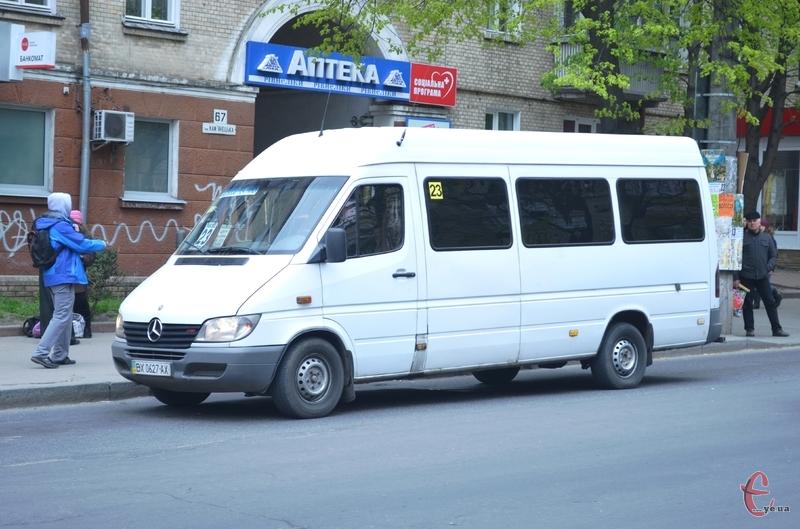 У Поминальну неділю в Хмельницькому буде більше пасажирського транспорту