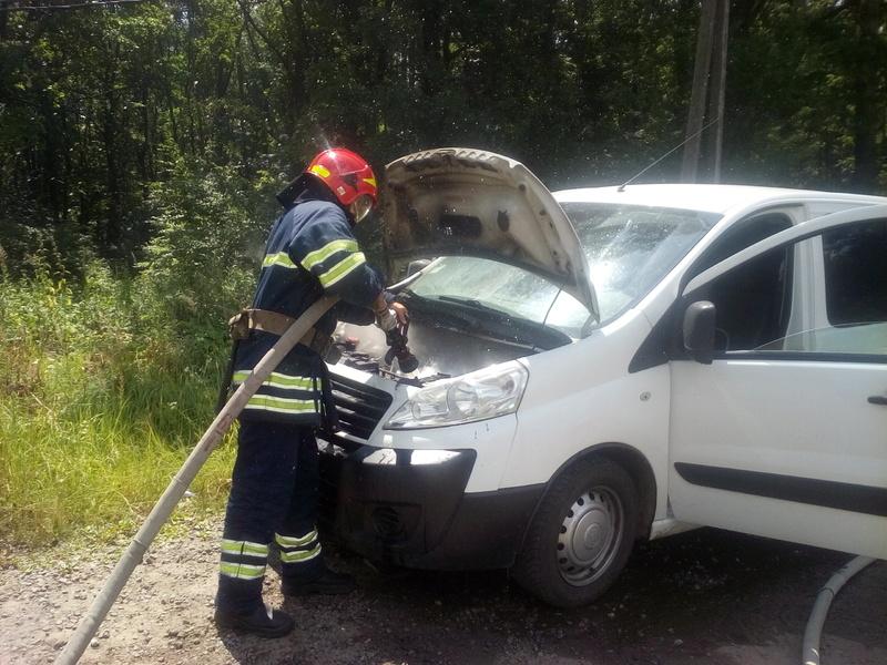 Внаслідок короткого замикання електропроводки загорівся легковий автомобіль