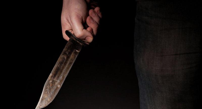 Чоловіка з ножем затримали біля дитячого майданчика