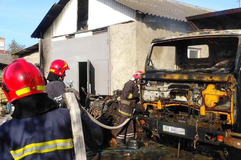 Рятувальники ліквідували пожежу вантажівки
