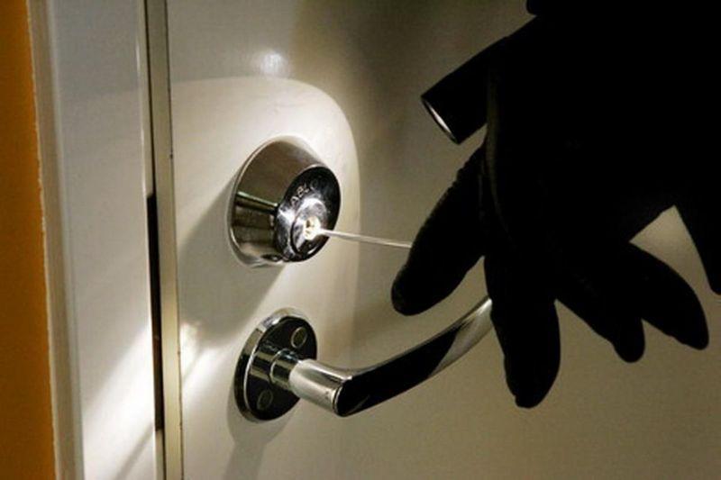 У будинок проникли підібравши ключ до замка