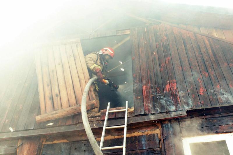 Вогнеборцям вдалося загасити пожежу будинку в Шепетівці