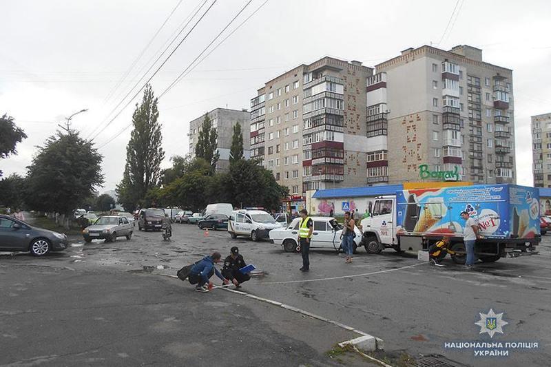В аварії постраждало двоє людей