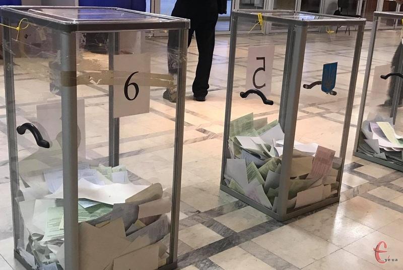 Чи будуть перераховувати голоси у Шепетівці, вирішуватиме територіальна виборча комісія