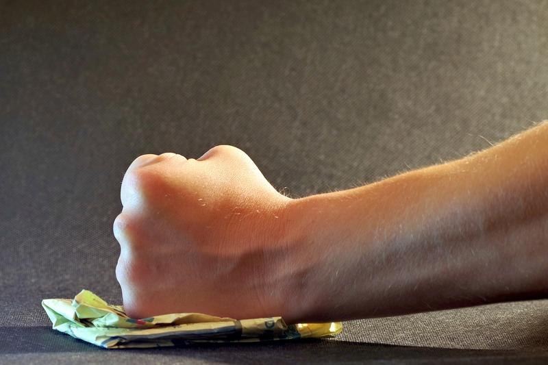 Чоловіку ухвалено вирок за заподіяння умисних середньої тяжкості тілесних ушкоджень