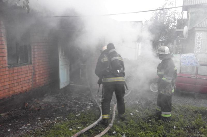 Через необережність під час паління у Шепетівському та Красилівському районах горіли будинки