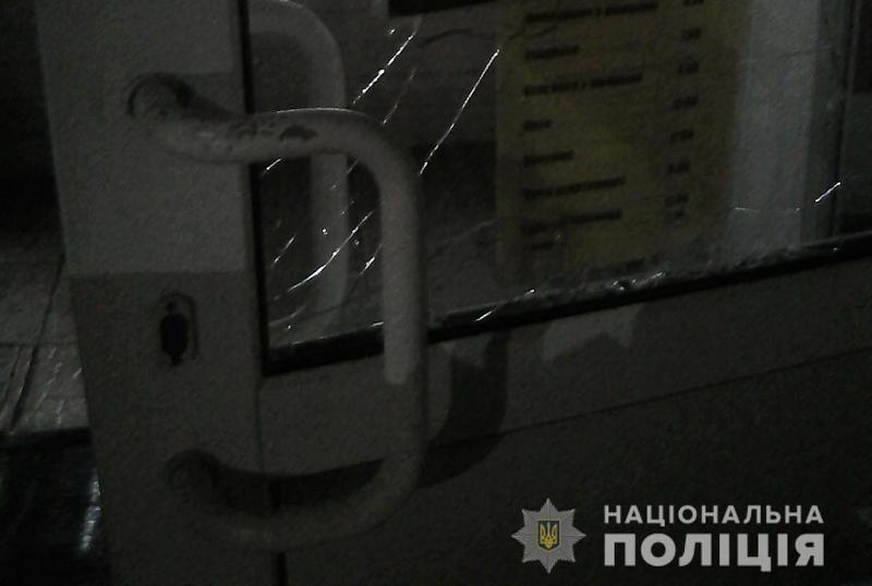 Поліцейські охорони Хмельниччини запобігли вчиненню крадіжки з магазину