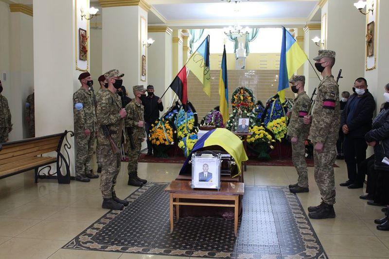 Жителі Славутчини провели в останню путь свого земляка, захисника України