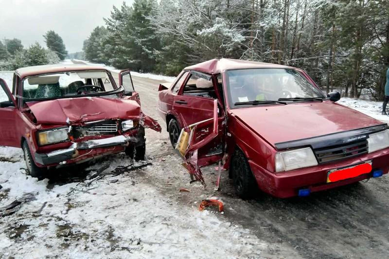 Славутські рятувальники деблокували постраждалу з понівеченого внаслідок ДТП автомобіля