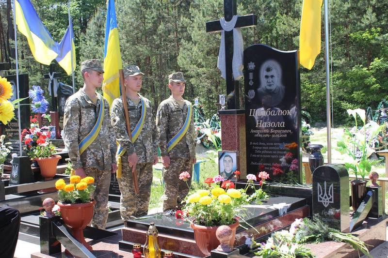 У Славуті відкрили пам'ятник Анатолію Цимбалюку