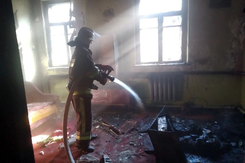 Під час ліквідації пожежі вогнеборці врятували трьох людей
