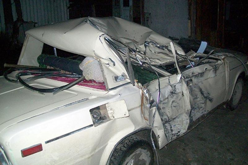 На Хмельниччині «ВАЗ-2106» врізався у дерево: стан водія — важкий