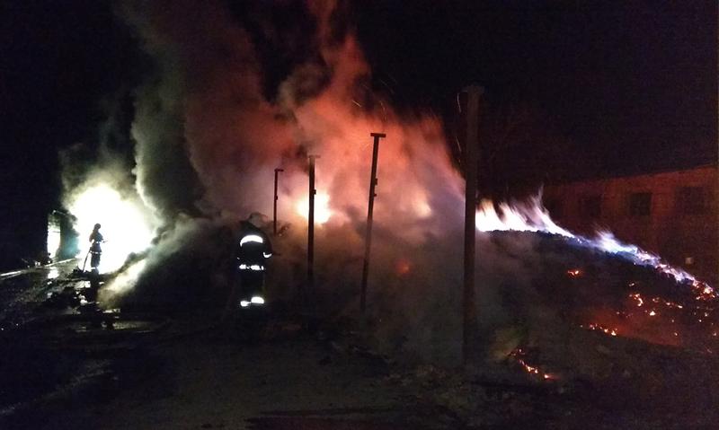 До гасіння пожежі залучалось 15 рятувальників на 4-х одиницях техніки