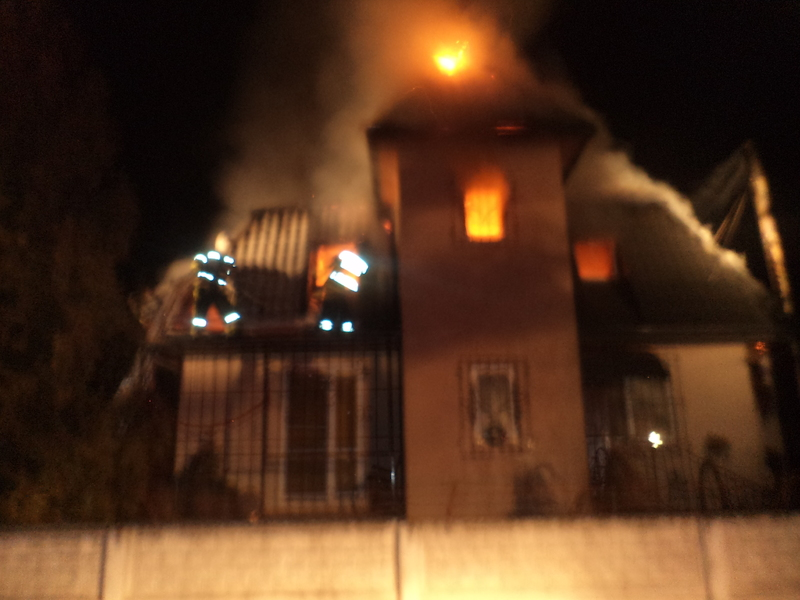 Вогонь охопив увесь будинок