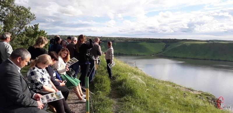 Щоб і туристам допомогти, і популяризувати територію, у Старій Ушиці встановлять інформаційні стенди