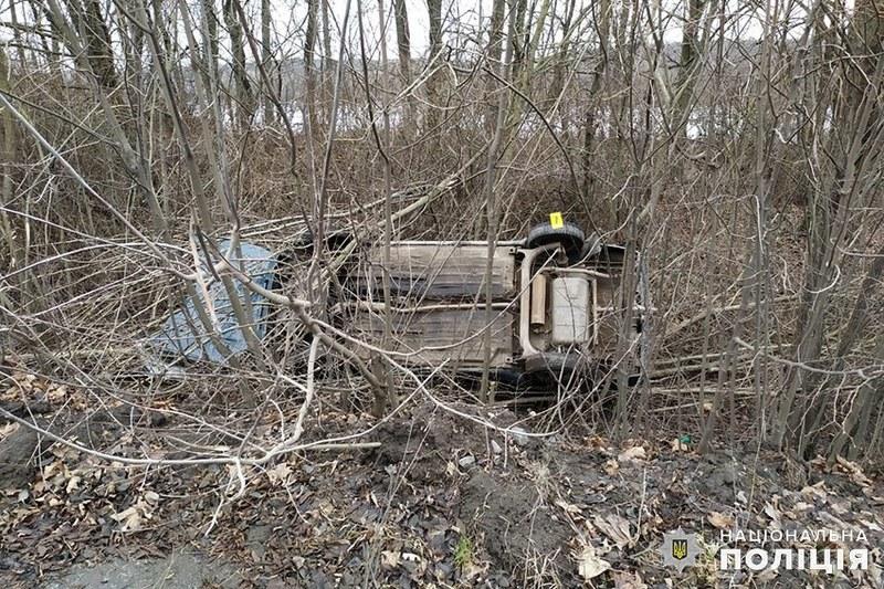 51-річний водій на автомобіоі «ЗАЗ Славута», не впорався з керуванням, з'їхав у кювет та перекинувся