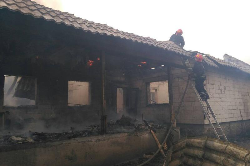 У Старокостянтинівському та Теофіпольському районах горіли будинки