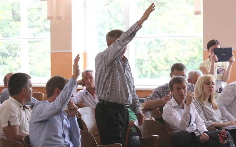 Невдовзі й в Старокостянтинові депутати голосуватимуть не піднятими руками, а шляхом натискання на відповідні кнопки