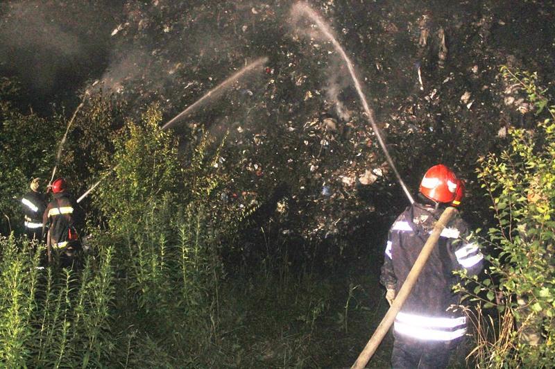 Вогнеборці ліквідували пожежу на полігоні твердих побутових відходів