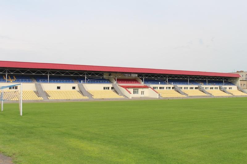 Бігові доріжки на стадіоні почали споруджувати минулої осені