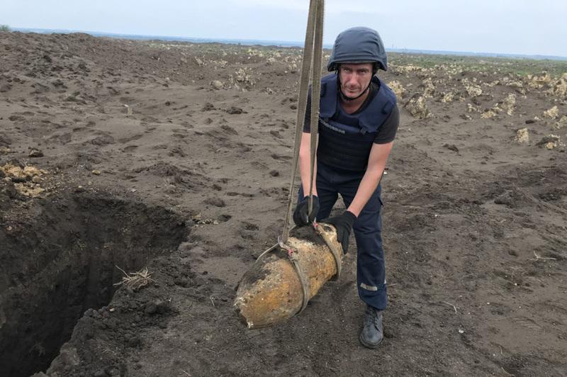 Піротехніки знешкодили фугасну бомбу