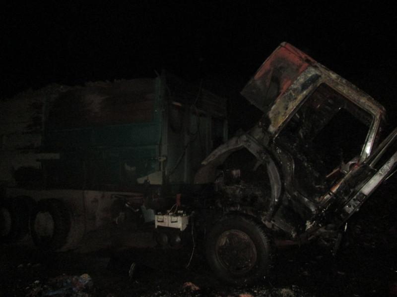 Причину пожежі вантажівки ще не встановили.