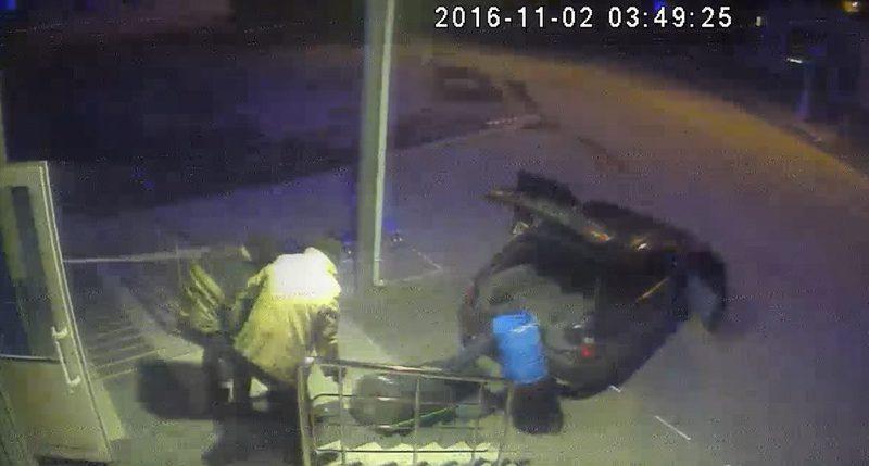 Момент крадіжки зафіксувала камера, але поки що злочинців не знайшли