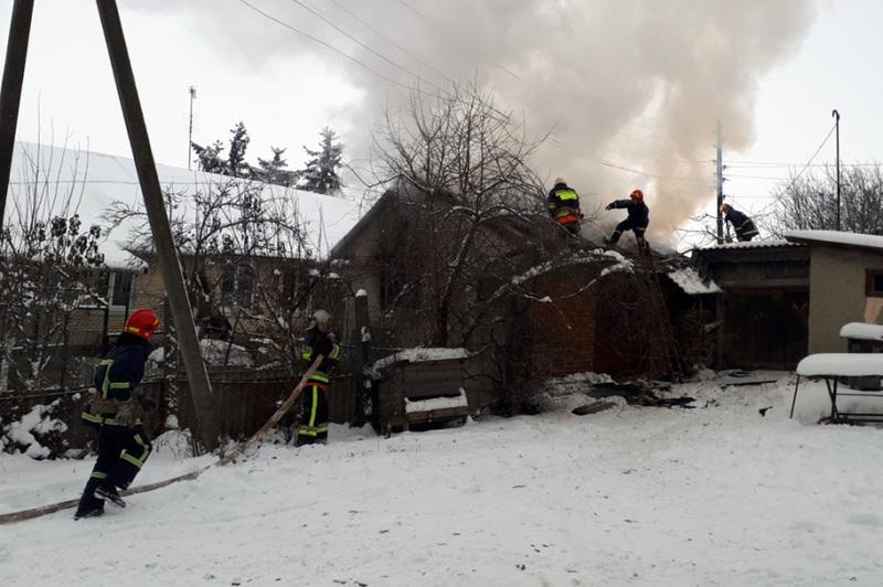 Пожежу локалізували, аби убезпечити сусідні будівлі і загасили