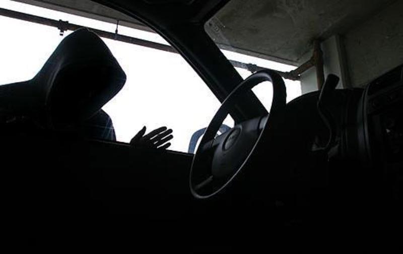 На Хмельниччині 20-річний юнак викрав автомобіль
