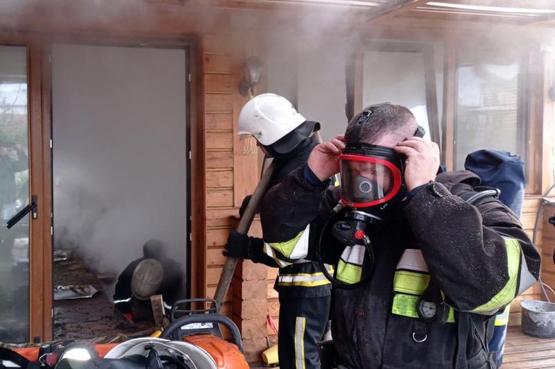 У Волочиському районі ледь не згорів житловий будинок