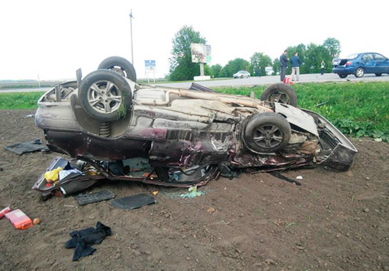 В аварії в Волочиському районі троє людей отримали травми, а одна людина померла дорогою до лікарні