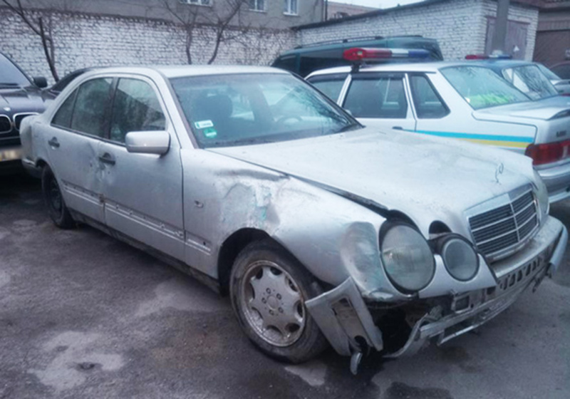 Поліцейські знайшли автомобіль і водія