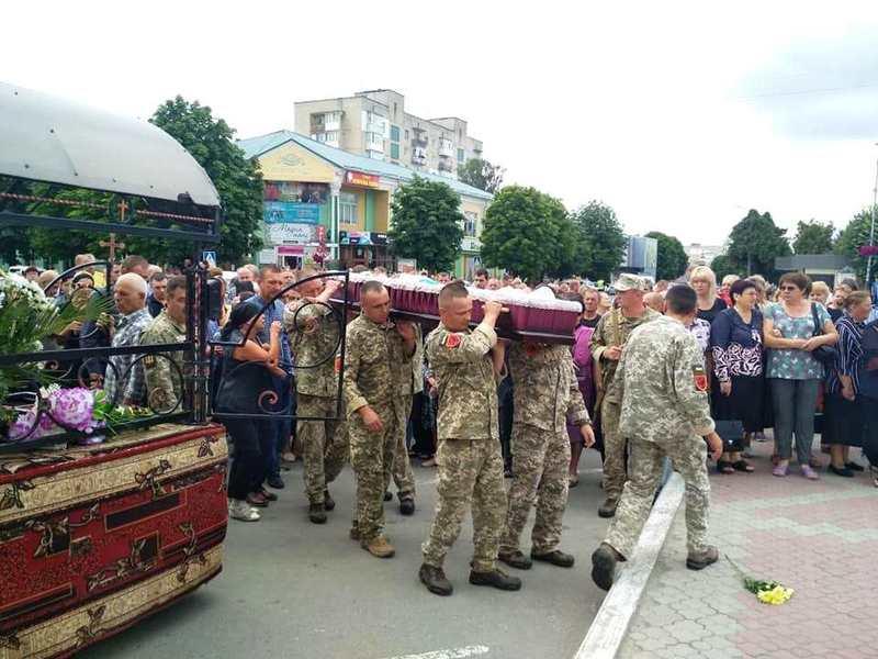 Прощання з Героєм відбулося на центральній площі міста