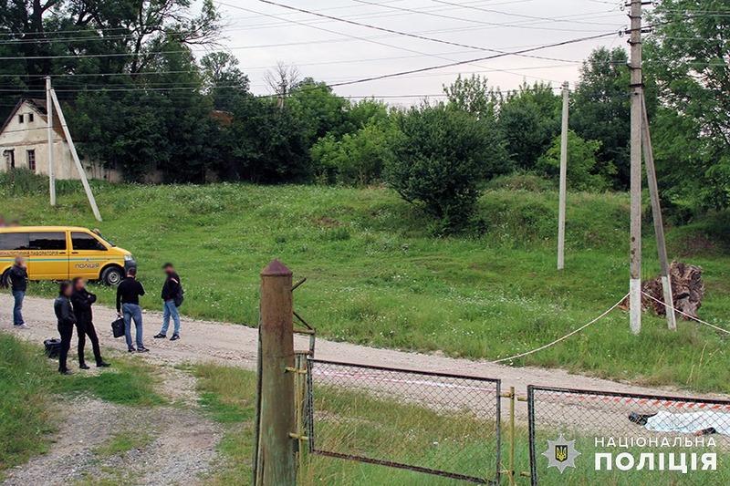 На Хмельниччині під час затримання підозрюваний у вбивстві із ножем накинувся на поліцейських