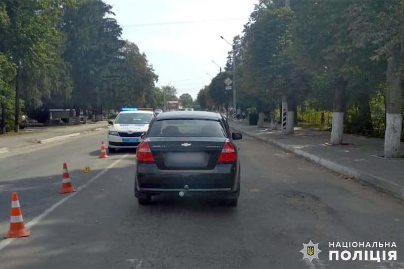 В Ярмолинецькому районі поліцейські встановлюють обставини ДТП, в якій травмувалась 59-річна жінка