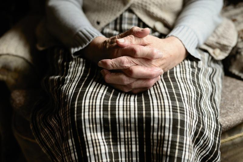 Молодик систематично ображав бабусю