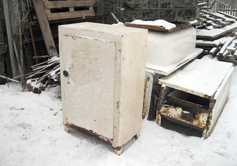 Чоловіки викрали з приміщення металеві вироби та здали їх на металобрухт