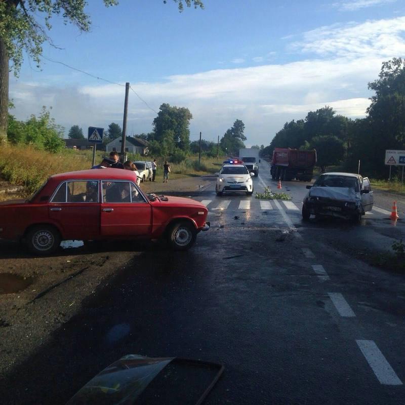 Автомобілі не розминулися на дорозі