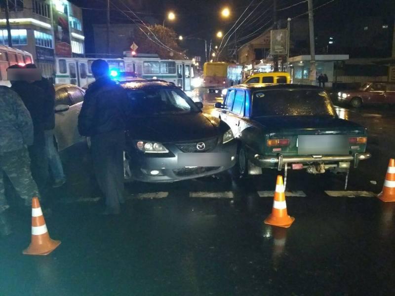 У центрі міста хіткнулися три автомобіля