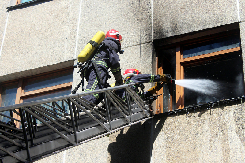 Через сильне задимлення вогнеборцям довелося гасити пожежу в протигазах